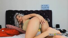 Luscious Jessie Wylde fingers her juicy pussy Thumb