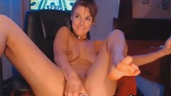 Babe Lelu Love giving handjob Thumb