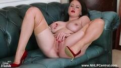 Mature nurse sucking cock Thumb