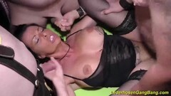 Cam girl Nina loves to tease just for you Thumb