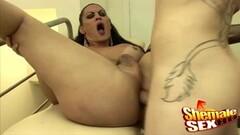 Hot lesbian gets her pussy eaten Thumb