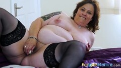 Granny toys her warm pussy Thumb