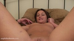 18 year old pussy gets pussy creampied Thumb