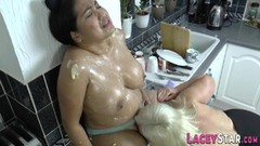 Kinky Les gran covered in cake batter Thumb