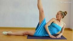 Kinky Super hot elastic babe Anna Mostik spreads Thumb