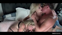 Kinky Amateur blondes getting pussy smashed in threesome Thumb