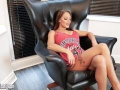 big dildo in pussy makes me orgasm Thumb